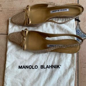 Manolo Blahnik tan bow crocodile kitten heels 7